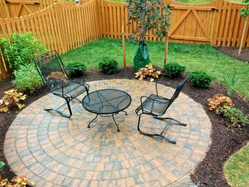 backyard-landscaping-with-patio